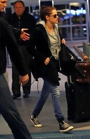 Kristen Stewart wore a pair of comfy canvas All Stars while walking through Vancouver International Airport.