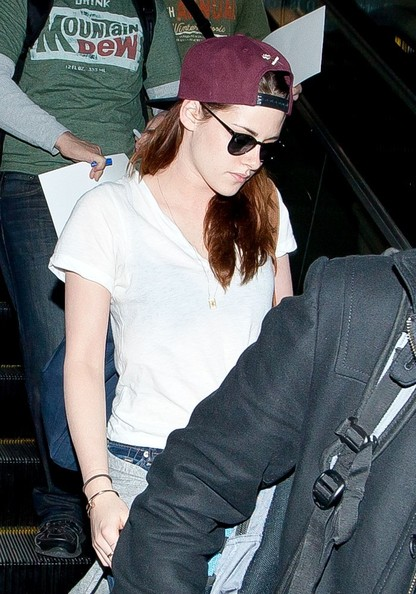 More Pics of Kristen Stewart Wayfarer Sunglasses (3 of 12) - Kristen Stewart Lookbook - StyleBistro