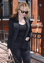 Kylie Minogue's Ray-Bans are as classic as it gets!