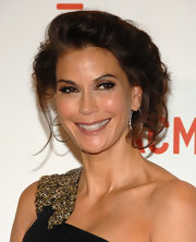 Teri showed off a loose updo, which she paired with diamond hoop earrings.