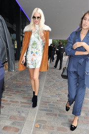 Poppy Delevingne was sweet and chic in a floral mini dress while headed to the Tophsop Unique fashion show.