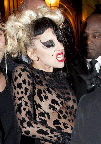 Lady Gaga Hair Knots