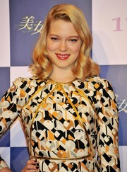 Lea Seydoux sported perfectly sculpted retro waves at the 'Beauty and the Beast' press conference in Tokyo.