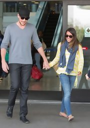 Lea MIchele's faded blue skinnies gave her cheery yellow top casual cool.