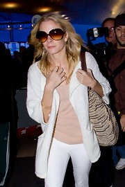 LeAnn Rimes looked chic in round tortoiseshell sunglasses.