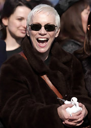 Annie opted for a pair of rectangular sunnies for an outdoor event at the Millennium Bridge.
