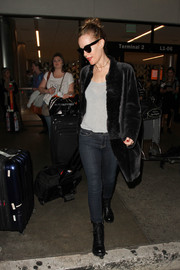 Leslie Mann was casual and subtly sexy in skinny jeans and a body-con top as she arrived on a flight at LAX.
