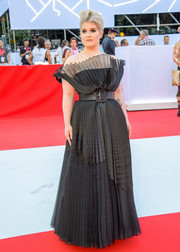 Kelly Osbourne made a glamorous appearance at the 2018 Life Ball in a pleated black off-the-shoulder gown.