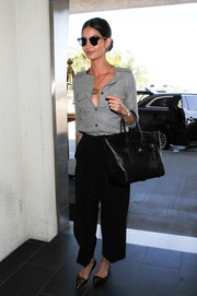 For her arm candy, Lily Aldridge chose an elegant black Ralph Lauren leather tote.