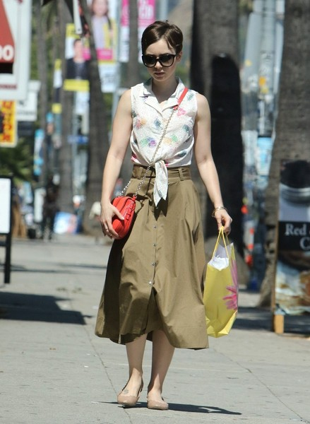 More Pics of Lily Collins Chain Strap Bag (4 of 9) - Shoulder Bags Lookbook - StyleBistro []