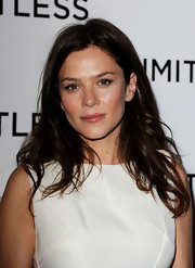 Anna Friel kept her locks low key at the premiere of 'Limitless' with slighted curled tendrils.