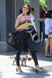 For her bag, Lisa Edelstein chose a simple black suede tote.