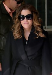 These oversize sunglasses kept the rays out of Lisa Marie Presley's eyes in a fashionable way.