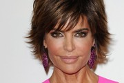 Lisa Rinna Sweeps on Pretty Pale Lipstick
