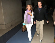 Jamie Kennedy proved to be the epitome of a practical flyer by opting for a pair of utilitarian cargo pants when he departed from LAX.