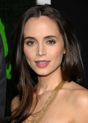 Eliza Dushku wore a warm rose shade of lipstick topped with gloss at the LA premiere of 'Marley.'