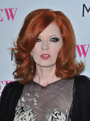 Shirley Manson rocked her bright auburn hair in curls with the ends flipped in a retro style.