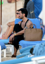 Marc Jacobs arrived at the beach in style with a coveted Birkin bag.
