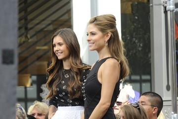 Maria Menounos Nina Dobrev Nina Dobrev Interviewed on 'Extra'