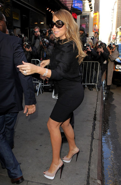 Mariah Carey topped off her look with nude color-blocked slingbacks.