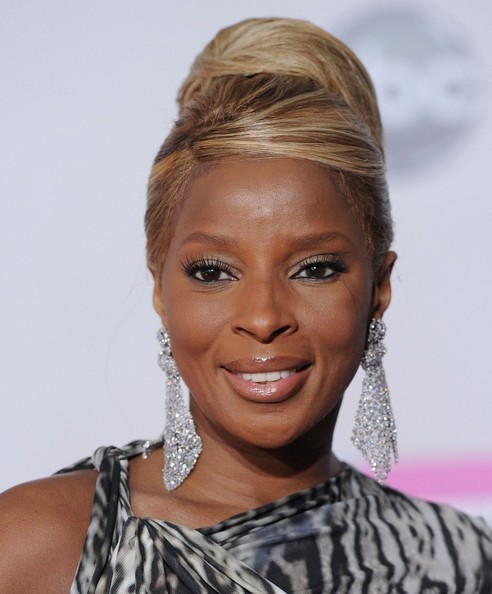 Mary J. Blige Retro Updo