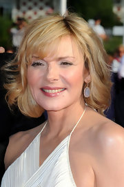 Kim Cattrall looked amazing on the red carpet. Her blond locks shimmered in the sunlight.