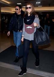 Maria Menounos chose a gray long-sleeve tee with a pair of lips printed on it for her casual but cool travel look.