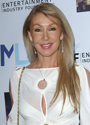 Linda Thompson kept her hair sleek and straight for Mentor LA's Promise Gala.