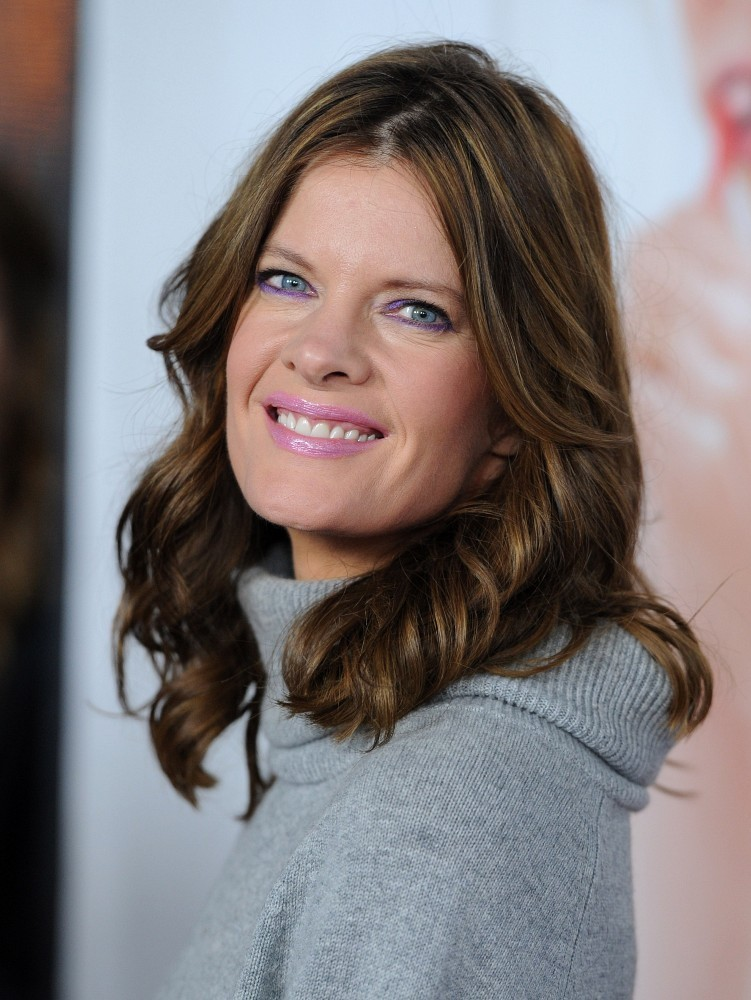 Michelle Stafford Medium Curls Hair Lookbook Stylebistro