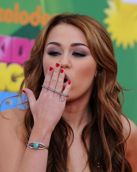 Miley Cyrus Smoky Eyes