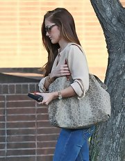 Minka Kelly's neutral animal print tote was a subtle exotic addition to her flawless street look.