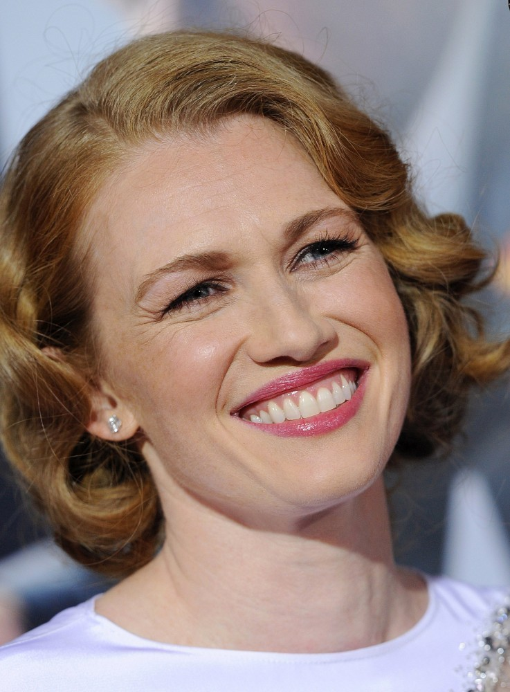 Mireille Enos Short Curls Short Curls Lookbook Stylebistro
