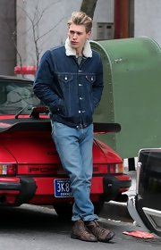 Austin Butler brought back memories of James Dean in his dark wash denim jacket on 'The Carrie Diaries.'