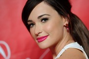 Kacey Musgraves' beauty look totally popped with this bright pink lip.