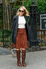 Underneath her coat, Naomi Watts wore a brown wraparound suede skirt and a plain white top.