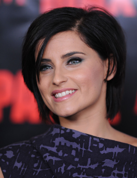 Nelly Furtado Side Parted Straight Cut []