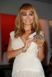 For the launch of her first fragrance, Nicole wore her soft strawberry tresses down.