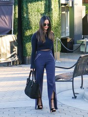 For her bag, Olivia Munn chose a black suede tote by Frame.