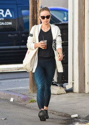 Olivia Wilde teamed her cardigan with blue ombre leggings.