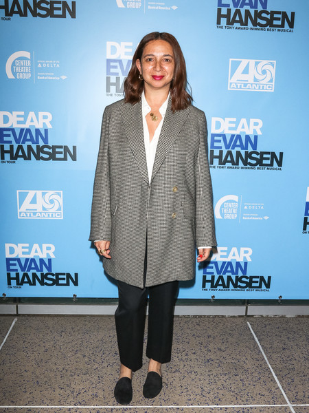 Maya Rudolph completed her outfit with black suede slippers.