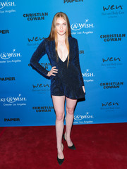 Larsen Thompson complemented her dress with a pair of navy d'Orsay pumps.