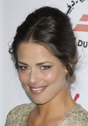 Ana Ivanovic looked gorgeous at the pre-Wimbledon party with this ultra-elegant retro updo.