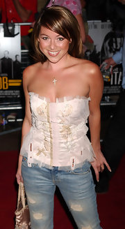 Lisa was all smiles at 'The Italian Job' premiere in a girly corset top with tulle detailing.