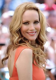 Leslie Mann looked romantic with these side-parted curls at the 'ParaNorman' premiere.
