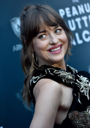 Dakota Johnson wore her hair in a loose ponytail with eye-grazing bangs at the premiere of 'The Peanut Butter Falcon.'