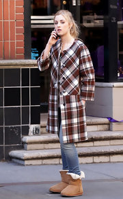Ella Rae Peck was seen on the 'Gossip Girl' set in an unusual plaid wool coat with cropped sleeves.