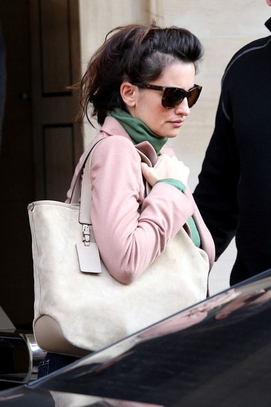 More Pics of Penelope Cruz Suede Shoulder Bag (1 of 4) - Penelope Cruz Lookbook - StyleBistro