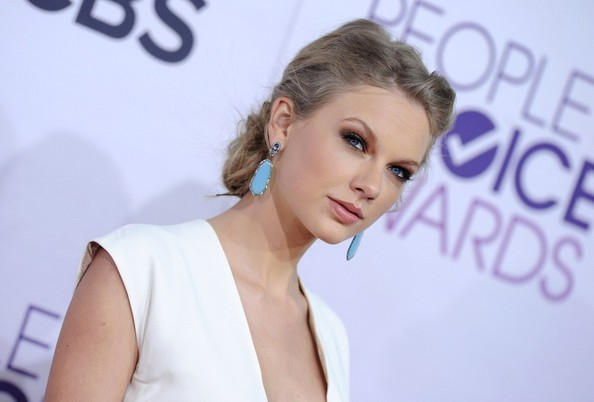 More Pics of Taylor Swift Dangling Gemstone Earrings (5 of 17) - Taylor Swift Lookbook - StyleBistro