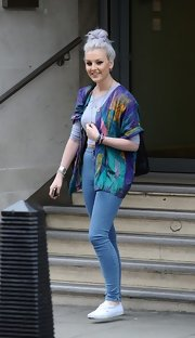 A pair of high-waisted jeans gave Perrie Edwards a fun retro look while out in London.