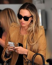 Petra Ecclestone polished her nails with a deep bronzy gray polish for an afternoon of shopping.